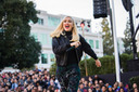 Gwen Stefani Performs for Apple [Video]